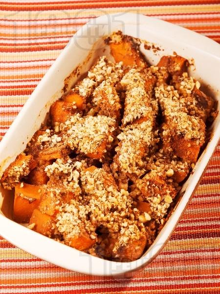 Печена тиква с мед, канела и орехи на фурна - снимка на рецептата